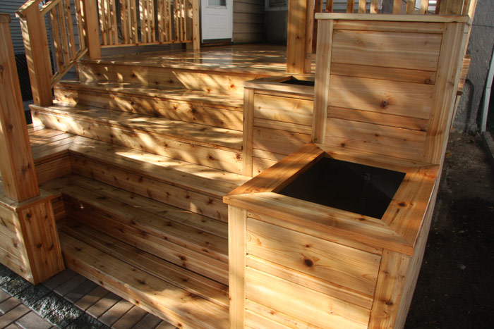 Cedar deck with planter boxes edgewater woodwork for Box steps deck